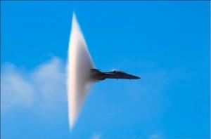 Фото:Истребитель, преодолевающий скорость звука
