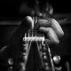 Фото: зажимание струн